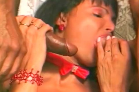 threesome For Brazilian ladyboy
